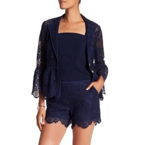 ◾️Trina Turk Compay St Lucia Laced Scalloped Short